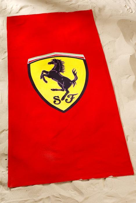 Un telo mare rosso ... Ferrari
